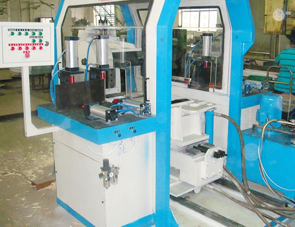 Four-sided slotting machine